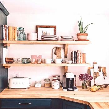 A chic renovation of the kitchen with open shelves and a farmhouse .... A chic renovation of the ki