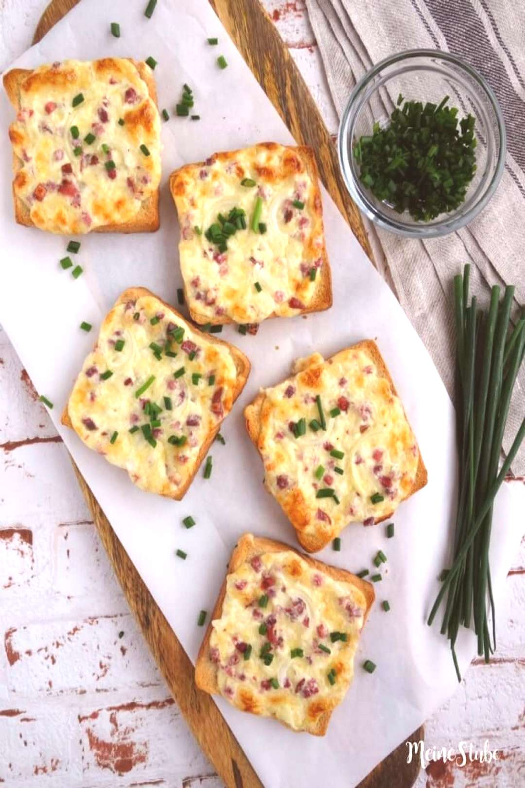Tarte flambée with bacon and onions - MeineStube - Recipe for delicious Flammkuchen toast from me