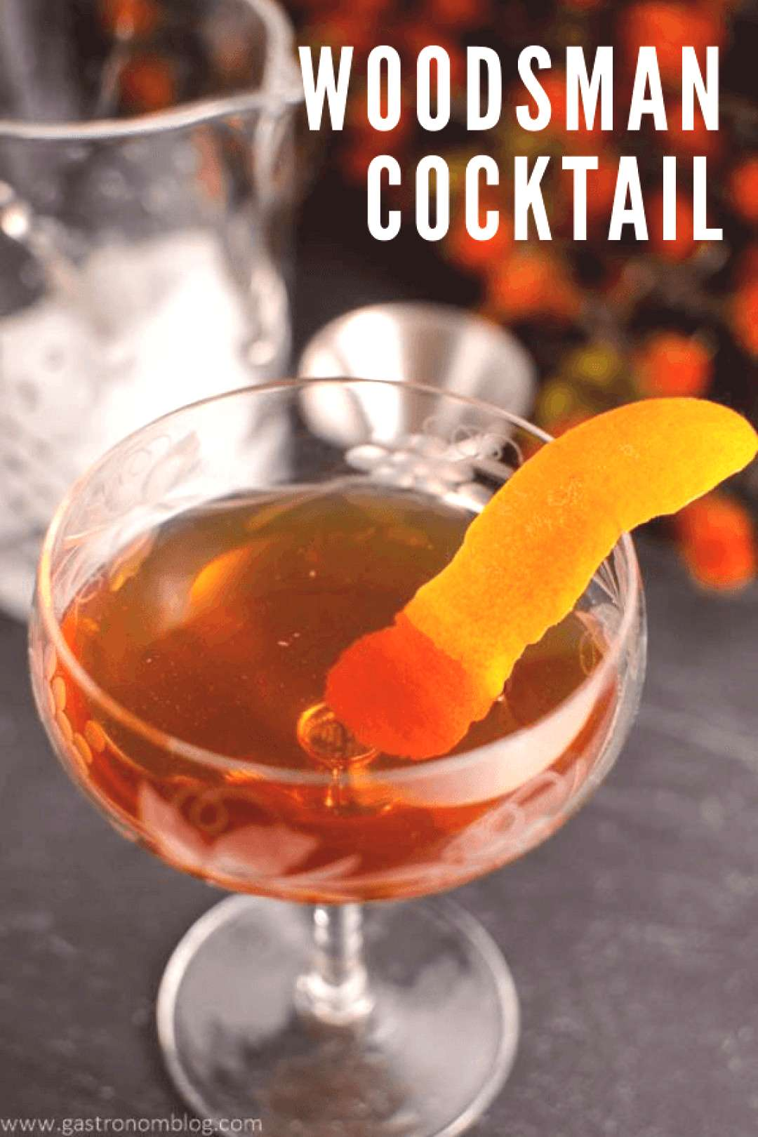 This fall cocktail, the Woodsman, is an easy recipe with whiskey. Perfect for Thanksgiving from Gas